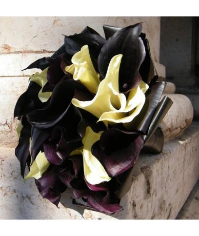 Drámai menyasszonyi csokor fekete kálákból