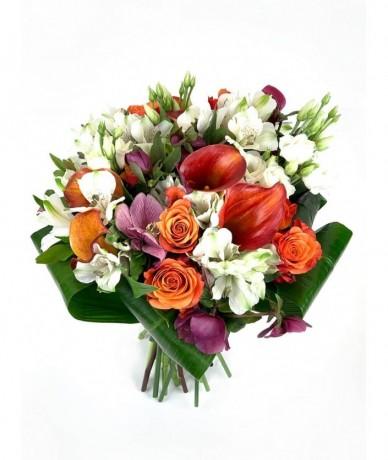 Kála és rózsa, egyszerű és különleges - a virágbolt büszkesége