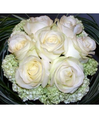7 szálas csodás fehér  rózsacsokor - Fleurt virágküldő szolgálat