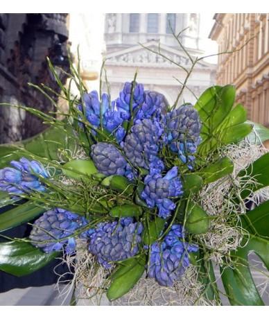 Tavaszi jácintcsokor, dús zöldekkel - Fleurt virágdekoráció