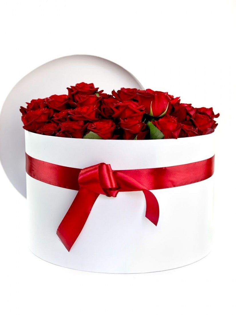 A grand flower box of million roses of beautiful red