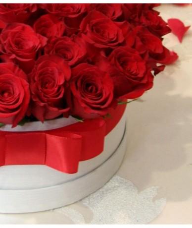 Óriás méretű vörös rózsa doboz millió rózsaszál módra