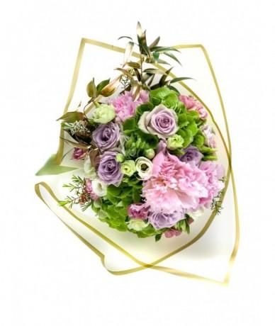 Round bouquet with pastel colours