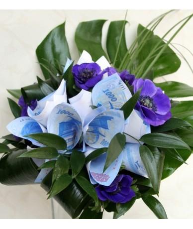 Ballagási pénzcsokor virágokból és pénzjegyekből