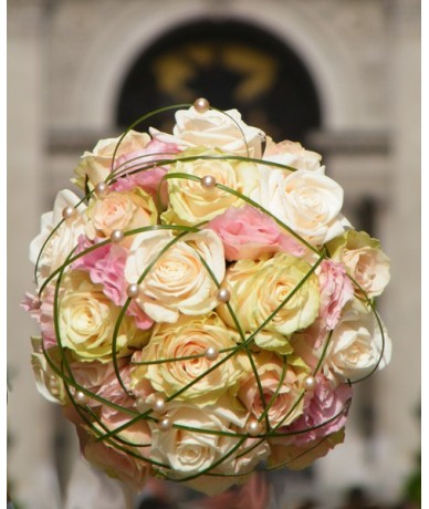 Pastel roses with graceful beargrass and pearls