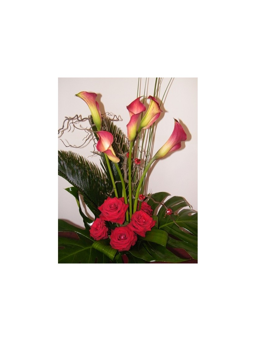 Bouquet from calla lilies and roses