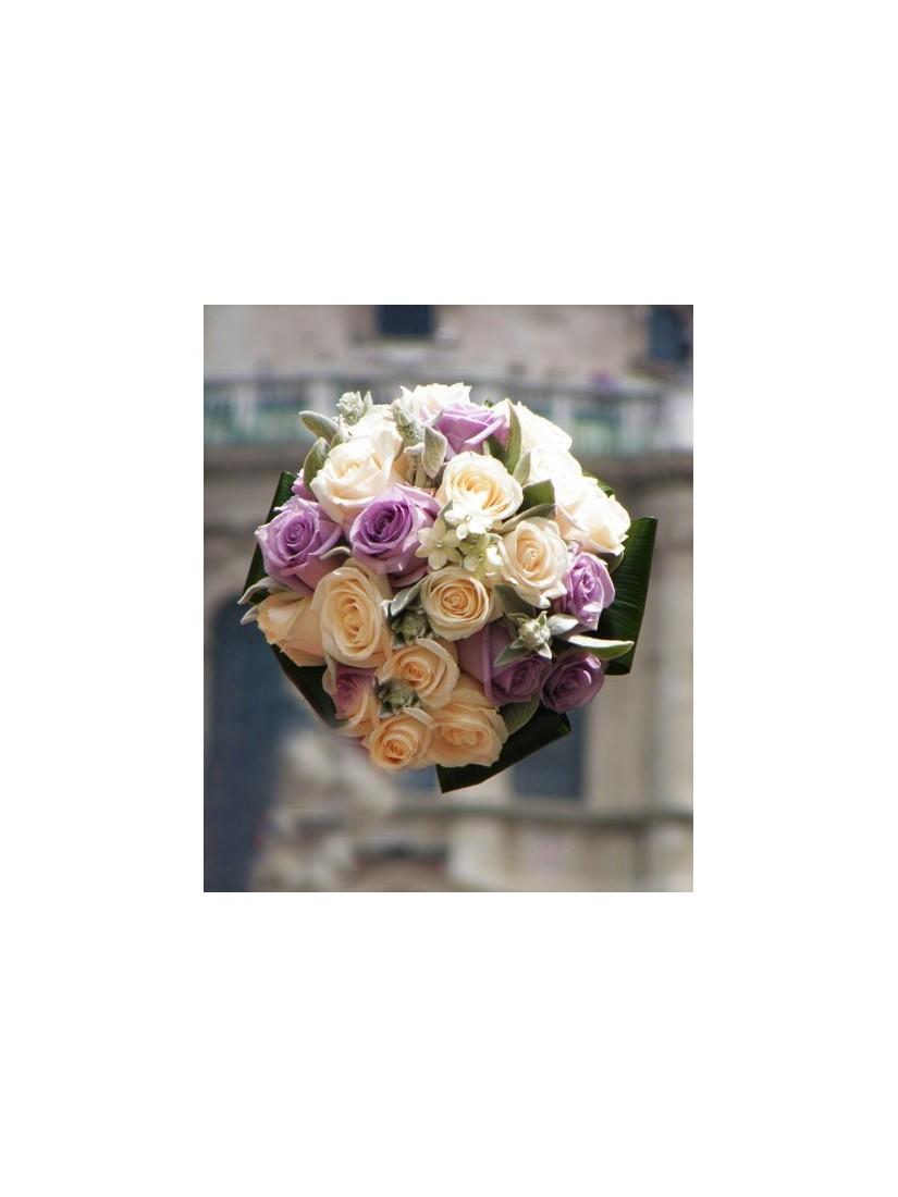 Krémfinom rózsacsokor - Fleurt virágküldés Budapesten