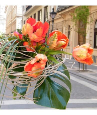 Frézia és tulipáncsokor - Fleurt virágküldés Budapesten