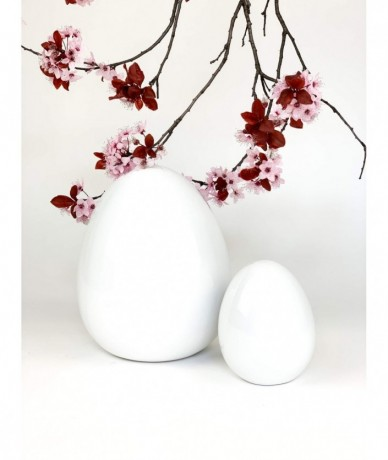 Zen Egg with fresh flowers for Easter