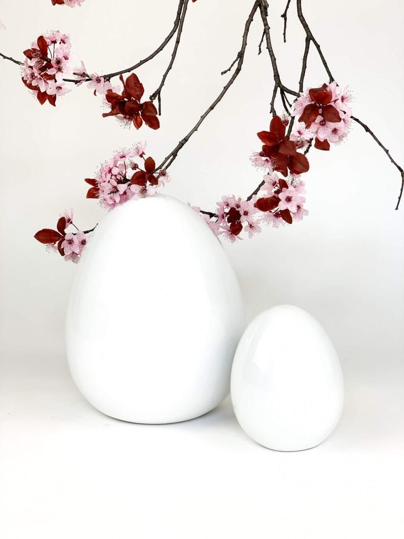 Zen Egg with fresh flowers for Easter