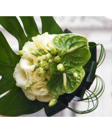 Zöld anthurium virágcsokor körformában kötve