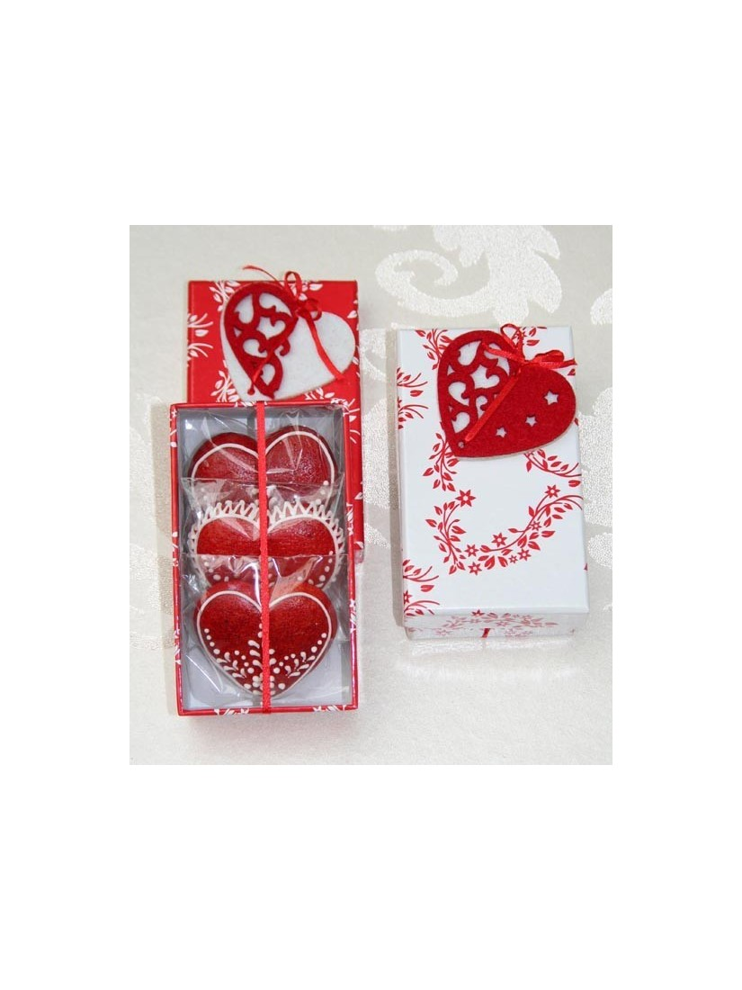gingerbread hearts in a box