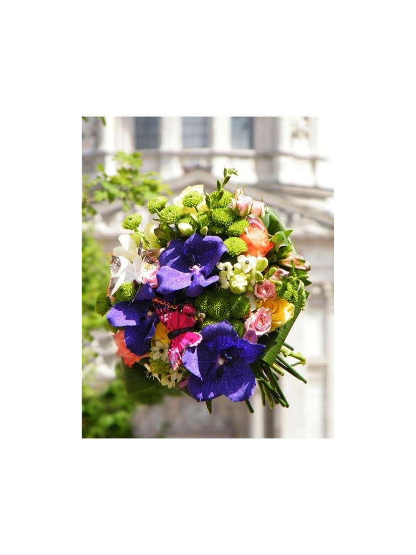 lovely round posy with butterflies