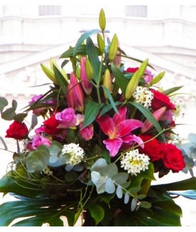 Nagy csokor színes, vegyes virágokból