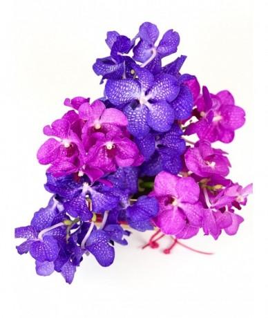 Körcsokor orchideából és rózsából