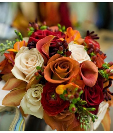 Pretty bouquet in all the colours of autumn