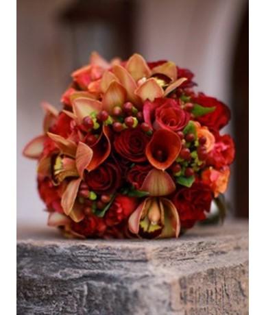 Varázslatos kerek őszi virágcsokor narancsos színekben