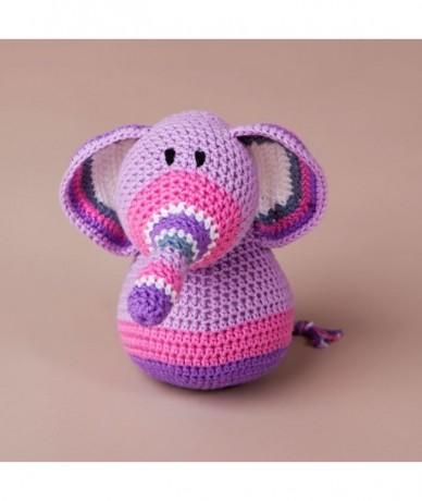Ella a rózsaszín, csíkos orrú elefántlány