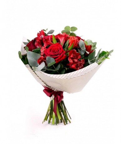 Elegant centrepiece of two roses representing love