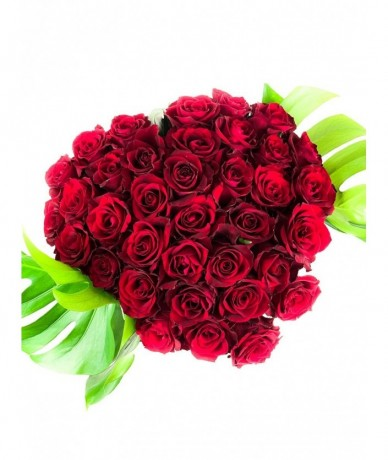 heart shaped red rose bouquet