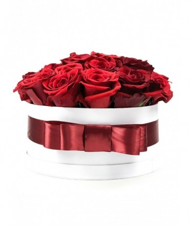 elegant composition of red roses SIZE L
