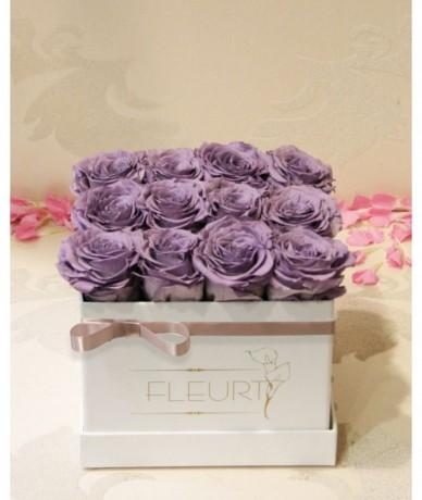 Kenyai élő rózsákból készült tartós virágkompozíció lilában