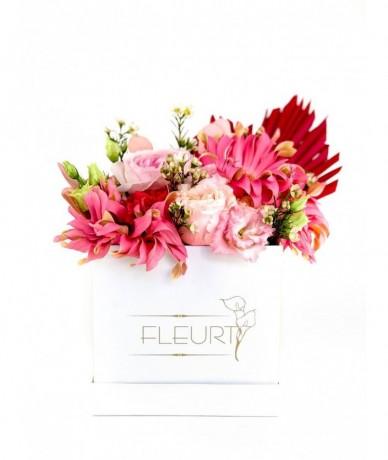 Tavaszi virágdoboz szépséges virágokból