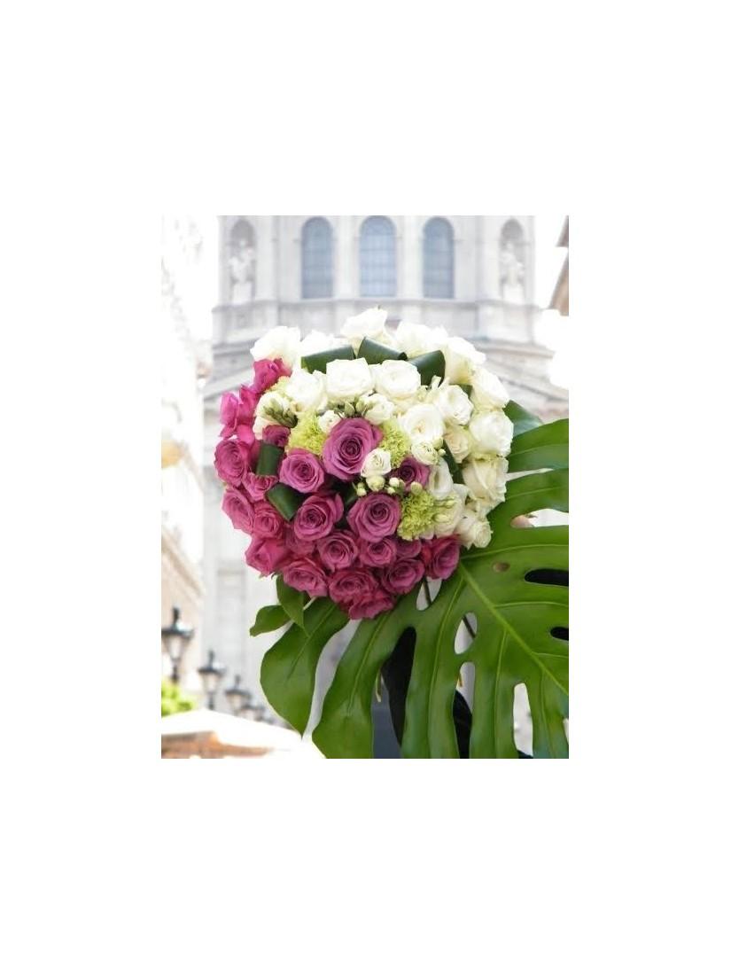 White-purple rose bouquet