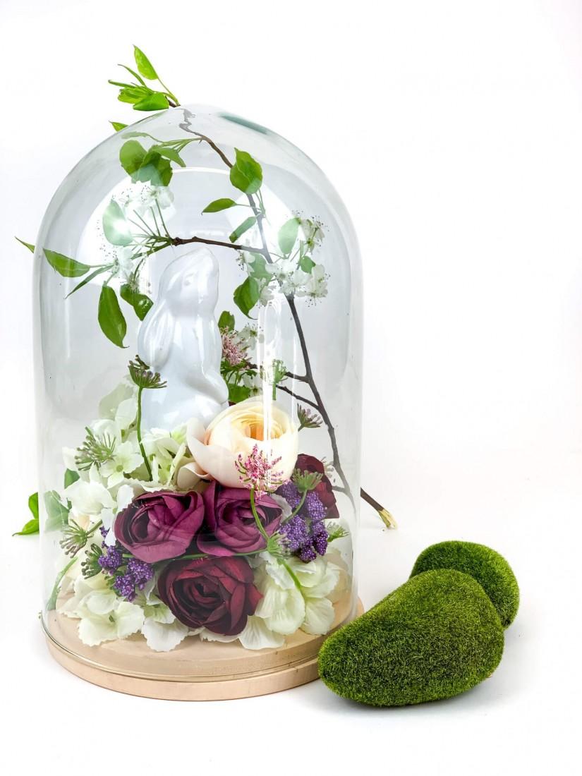 Kiskert az üvegbúra alatt nyuszival