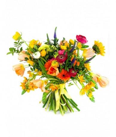 Narancssárga árnyalatú virágokból laza virágcsokor - minden alkalomra