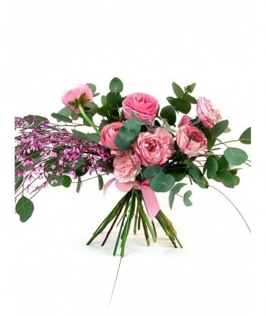 Pasztell virágcsokor lazán összekötve