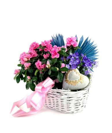 Mixed flower plants with heart decor
