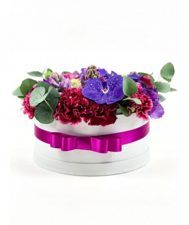 flower box in shades of purple 'M'