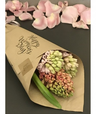 3 szál jácint elegáns csomagolásban Nőnapra