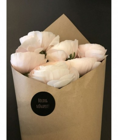 5 szál boglárka elegáns csomagolásban Nőnapra