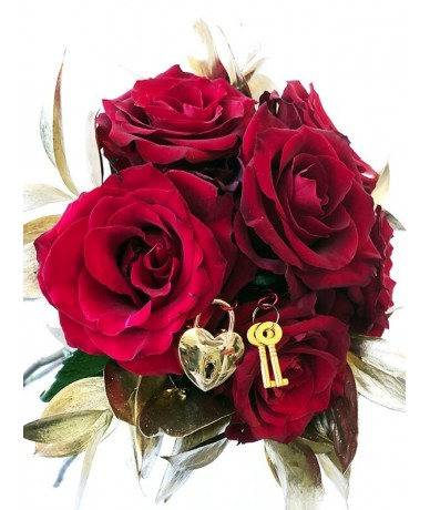 Beautiful red roses are surrounded with gold leaves, and hide a decorative small golden love lock