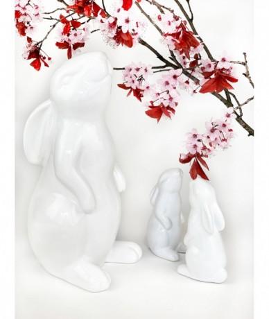 Modern húsvéti dekoráció fehér nyulakkal