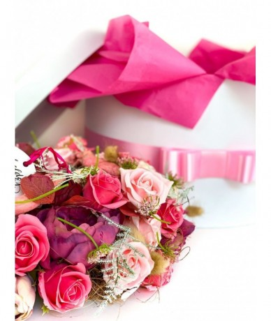 Exkluzív művirág koszorú anyák napjára pinkben