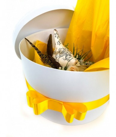 exclusive gift box with flower wreath and bird