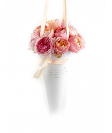 Illatos rózsák tölcsér formában