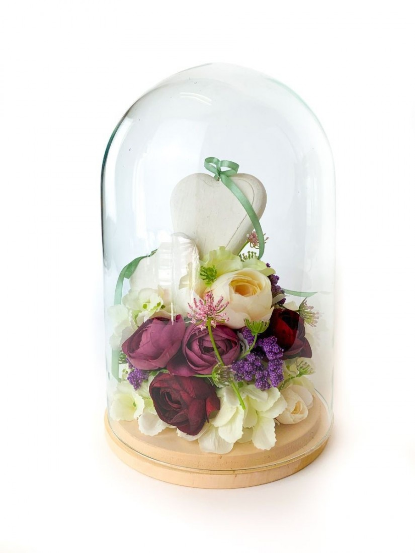 Glass dome with flowers