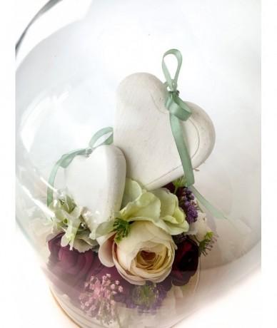 Üvegbúra szépséges művirág díszítéssel