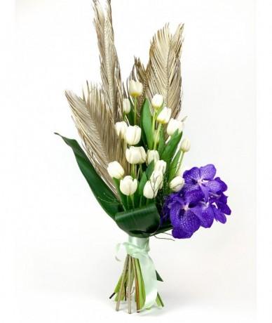 Hófehér virágcsokor tulipánok vanda orchideával