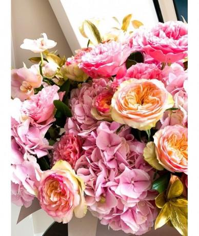 Arany dobozban rózsaszín virágfelhő - hercegnői virágdoboz