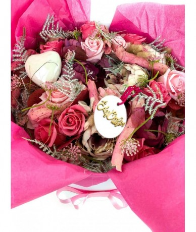 Welcome wreath in pink home decor