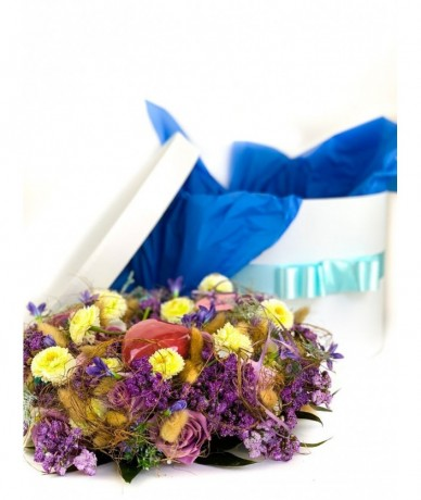 exclusive gift wreath in blue, with ceramic heart