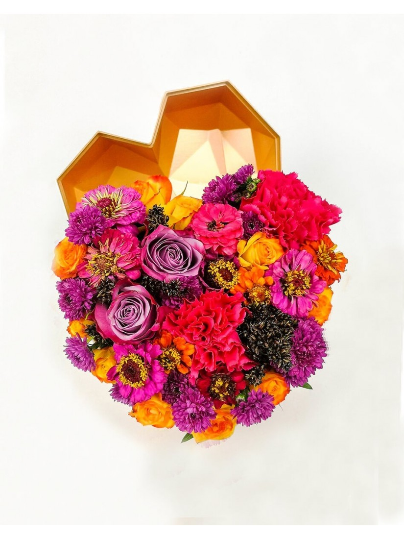 Szív alakú virágdoboz festői színekben