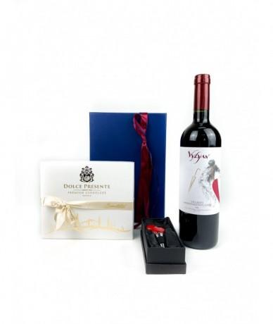 Magyar bor Vylyantól, csokoládé Olaszországból, design dugóhúzó Angliából
