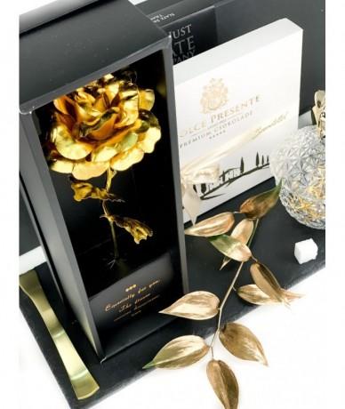 Egy szál 24 karátos aranyozott rózsaszál és egy doboz édes olasz csokoládé