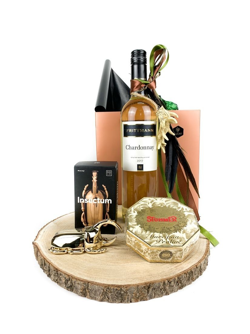Gift pack for men on wooden disk - creative gifts